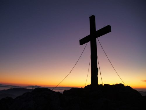 Een Gipfelkreuz is een kruis op een bergtop